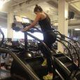 Paula Fernandes é adepta de exercícios físicos para manter o corpo definido