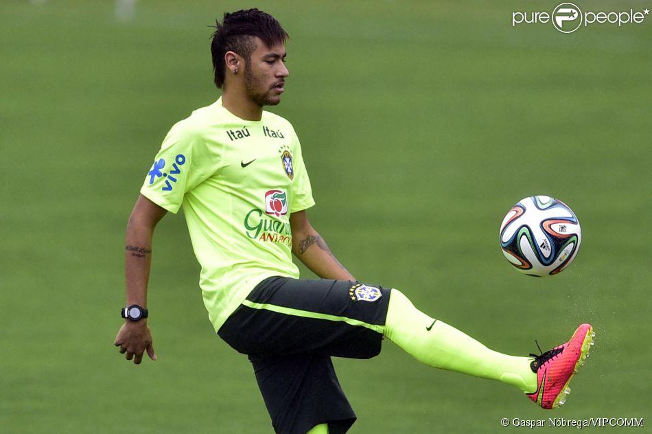 0790ba145c Neymar é um dos craques da Copa do Mundo de 2014. O jogador se apega