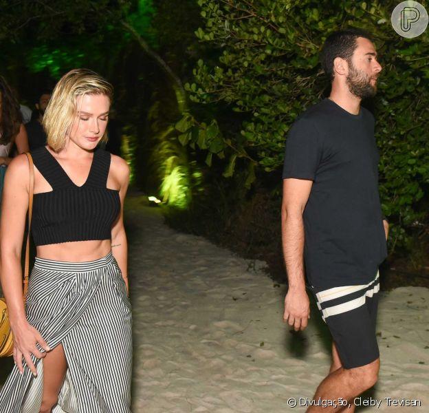 Fiorella Mattheis leva namorado, Roberto Marinho Neto, à festa em Trancoso na noite desta sexta-feira, dia 29 de dezembro de 2017