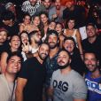 Neymar e Bruna Marquezine posam com amigos na festa Borogodó