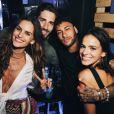 Neymar e Bruna Marquezine posam com a top model Izabel Goulart e Kevin