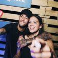 Neymar e Bruna Marquezine fazem selfie durante festa Borogodó