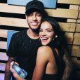 Bruna Marquezine e Neymar posaram aos beijos na festa Borogodó, em Fernando de Noronha