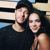 Bruna Marquezine e Neymar são fotografados aos beijos em Réveillon. Veja foto!
