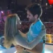 Claudia Leitte beija marido, Márcio Pedreira, em show de réveillon em SP. Vídeo!