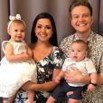 Michel Teló e Thais Fersoza celebram 2018 com filhos, Melinda e Teodoro, em foto compartilhada nesta segunda-feira, dia 01 de janeiro de 2018