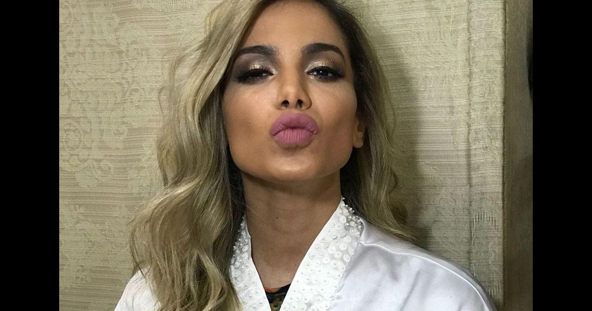 Carnaval de Anitta será com cabelo loiro  cantora vai manter visual até  abril - Purepeople 7c708f3796
