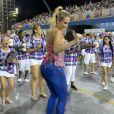 Ellen Rocche, rainha de bateria da Rosas de Ouro, desfila de calça jeans em ensaio técnico no sambódromo de São Paulo, neste sábado, 6 de janeiro de 2018