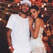 Neymar abraça Bruna Marquezine em foto e detalhe chama atenção de fãs:'Mão boba'