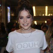 Bia Arantes usa make brilhante ao lançar novela: 'Contrapor com minha camiseta'