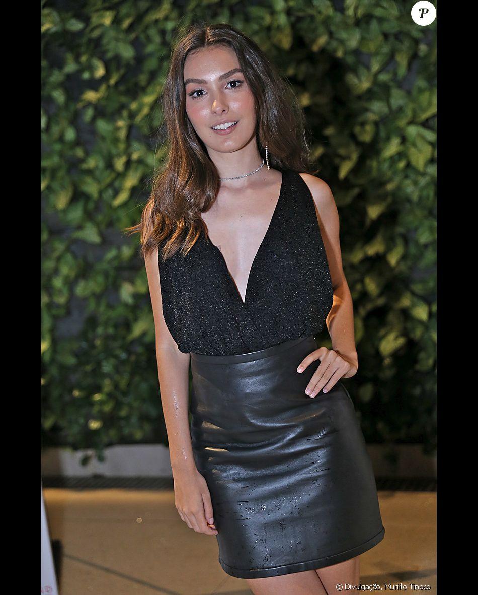 Marina Moschen admitiu, ao Purepeople, falta de habilidade ao se maquiar: 'Não levo muito jeito'
