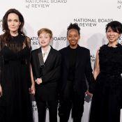 Filha de Angelina Jolie, Shiloh usa terno e tala em evento de gala após acidente