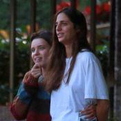 Bruna Linzmeyer faz legenda divertida em foto com namorada: 'Fanchas felizes'