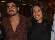 Caio Castro beija namorada, Mariana D'Ávilla, após voo de paraquedas: 'Saltei'