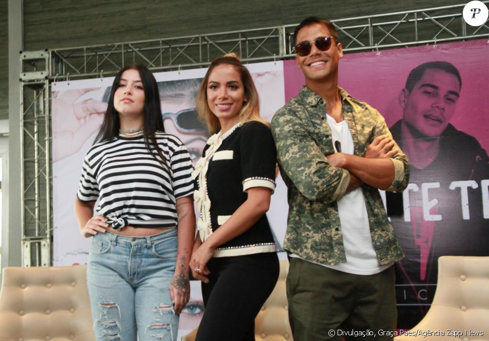 Anitta lançou seus empresariados Clau e Micael nesta sexta-feira, 12 de janeiro de 2018