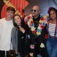 Larissa Manoela e o namorado, Leo Cidade, posaram com Tiago Abravanel, Jeniffer Nascimento e Jean Amorim