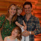 Lorena Queiroz, de 'Carinha de Anjo', leva a família em pré-estreia de filme