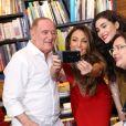 Lívian Aragão e sua família com a jornalista Patricia Poeta