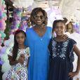 Na foto, Gloria Maria estava com as filhas, Maria e Laura