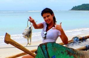 Paula Fernandes engata namoro com jornalista; casal está de férias na Indonésia