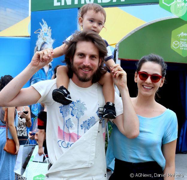 Tainá Müller e o marido, o diretor de TV Henrique Sauer, levaram o filho, Martin, de 1 ano e 6 meses, para conferir o espetáculo Amaluna, do Cirque du Soleil, no Rio, no domingo, 14 de janeiro de 2017