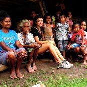 Paula Fernandes se emociona ao visitar tribo na Indonésia: 'Chorei com o que vi'