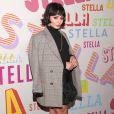 Vanessa Hudgens combinou o look com sapato de salto tratorado no lançamento da coleção outono 2018 da grife Stella McCartney em Los Angeles, na Califórnia, nesta terça-feira, 16 de janeiro de 2017