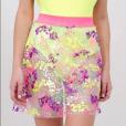 As cores do Carnaval bordadas em uma saia: a peça transparente de paetês da Renner é perfeita para ser usada com body e custa R$ 89,90