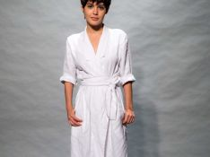 Julia Dalavia muda estilo para combinar com cabelo curto: 'Roupas mais sóbrias'