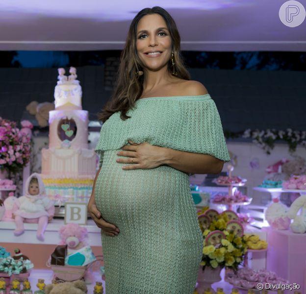 Ivete Sangalo, na reta final da gravidez, mostrou a lavagem de roupa das filhas gêmeas: 'Rosinha'