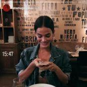 Bruna Marquezine almoça com Manu Gavassi e pede a garçom: 'Me dá um abraço?'