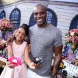 Rafael Zulu posou com a filha, Luiza, na festa de 11 anos da menina
