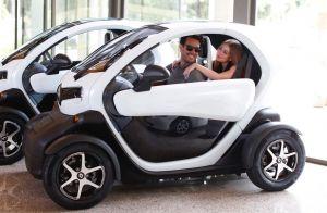 Marido acompanha Marina Ruy Barbosa e testa carro elétrico em visita à fábrica