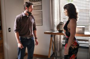 'O Outro Lado do Paraíso': Renato tenta impedir aproximação de Clara com irmãs