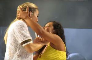 Fã leva bronca de Claudia Leitte por não largar celular: 'Olha para mim!' Vídeo