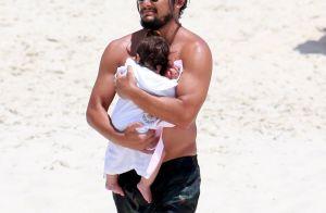 Fofura ao mar! Bruno Gissoni se diverte na praia com Madalena e Yanna Lavigne