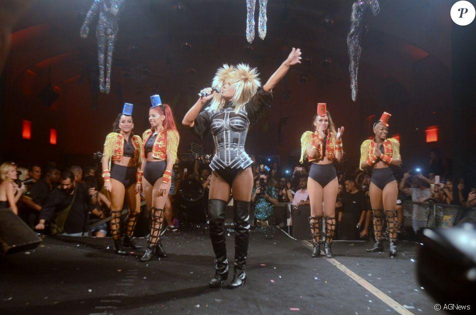 Xuxa se apresentou com paquitas no bloco Spanta Neném neste sábado, dia 27 de janeiro de 2018, no Rio de Janeiro