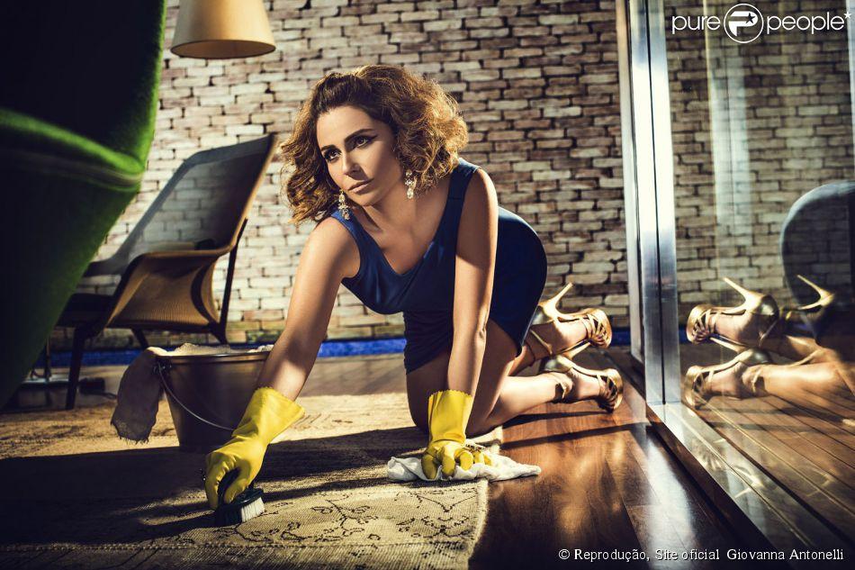 069f11299 Giovanna Antonelli aparece como dona de casa sensual em ensaio  fotogr aacute fico 4 de junho