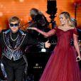 Miley Cyrus subiu ao palco do Grammy 2018 com Elton John para apresentar o clássico de 1971 'Tiny Dancer'