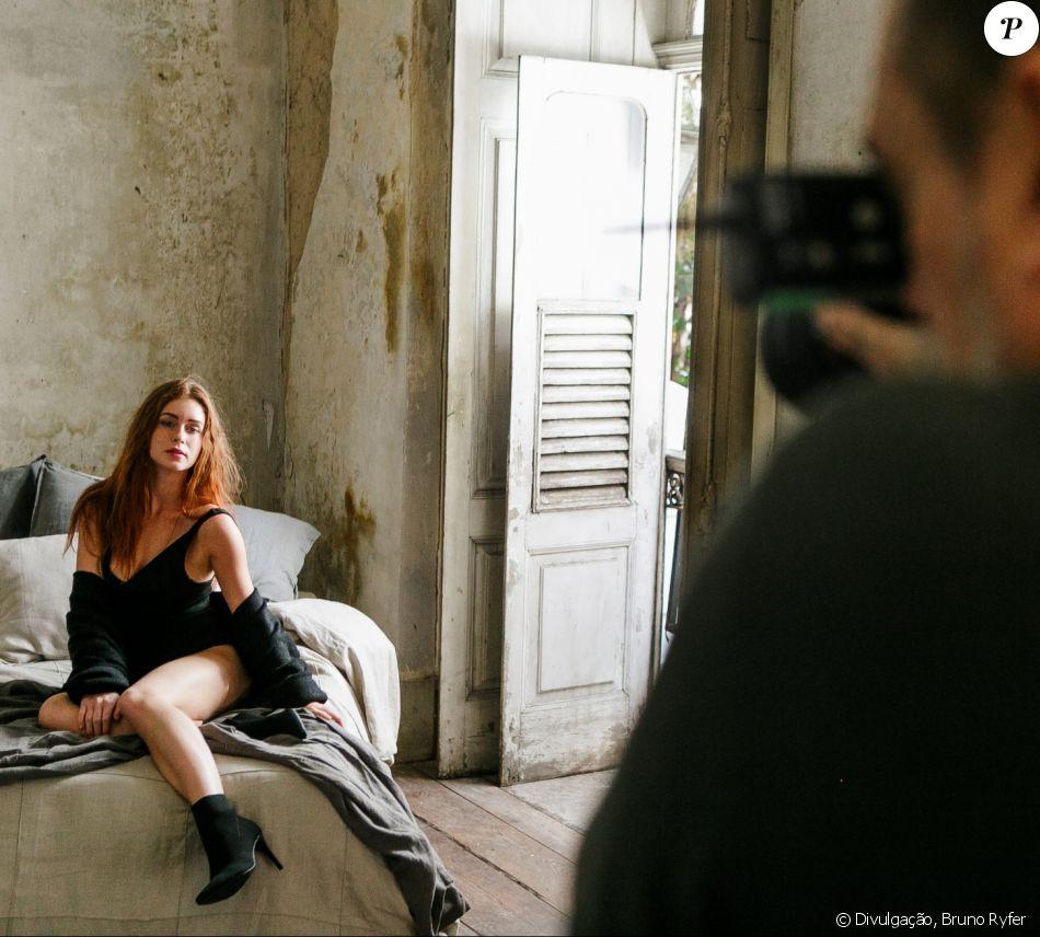 Marina Ruy Barbosa exibiu o lado sensual na nova campanha da Mr. Cat