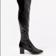 A bota de vinil over the knee, tendência forte na Semana de Moda de Alta-Costura de Paris é vendida a R$ 979,90