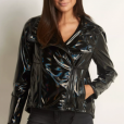 A jaqueta de vinil, por sua vez, custa R$ 1.190