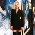 Elegante e moderna: Fiorella Mattheis investiu em um vestido subretudo com botas over the keen para o lançamento da coleção de inverno da grife Le Lis Blanc, na rua Oscar Freire, em São Paulo, nesta quarta-feira, 31 de janeiro de 2018