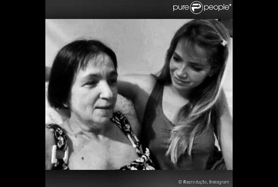 Adele Mara, mãe da ex-BBB Fani Pacheco, morre aos 59 anos. Ela estava internada no município de Nilópolis com uma infecção generalizada (5 de junho de 2014)