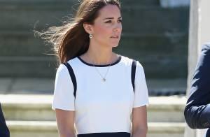 Kate Middleton aposta em vestido branco de liquidação durante evento