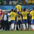 Aos 45 minutos do segundo tempo Oscar balançou a rede e encerrou o jogo em 3 x 1 para o Brasil