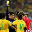 Neymar levou um cartão amarelo por uma falta dura que cometeu no jogo
