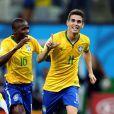 Oscar comemora o terceiro gol do Brasil contra a Croácia