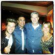 Bruno Gagliasso, Giovanna Ewbank e Roberto Baldacconi posam com Vitor Belfort durante férias em Las Vegas, em 2 de fevereiro de 2013