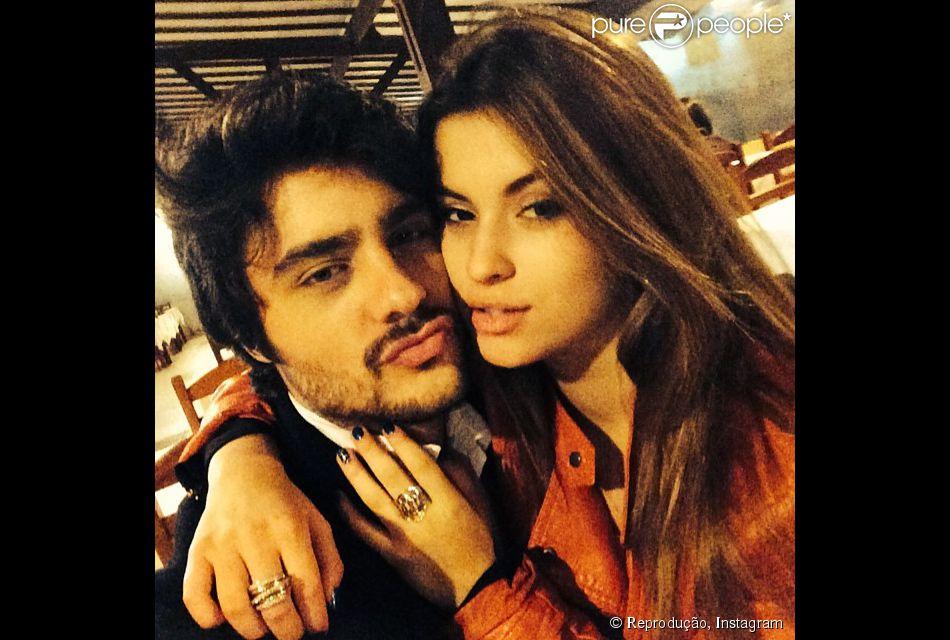 Namorada de Guilherme Leicam defende ator após boatos de traição: 'Confio nele' (25 de junho de 2014)